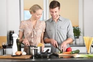גבר ואישה במטבח