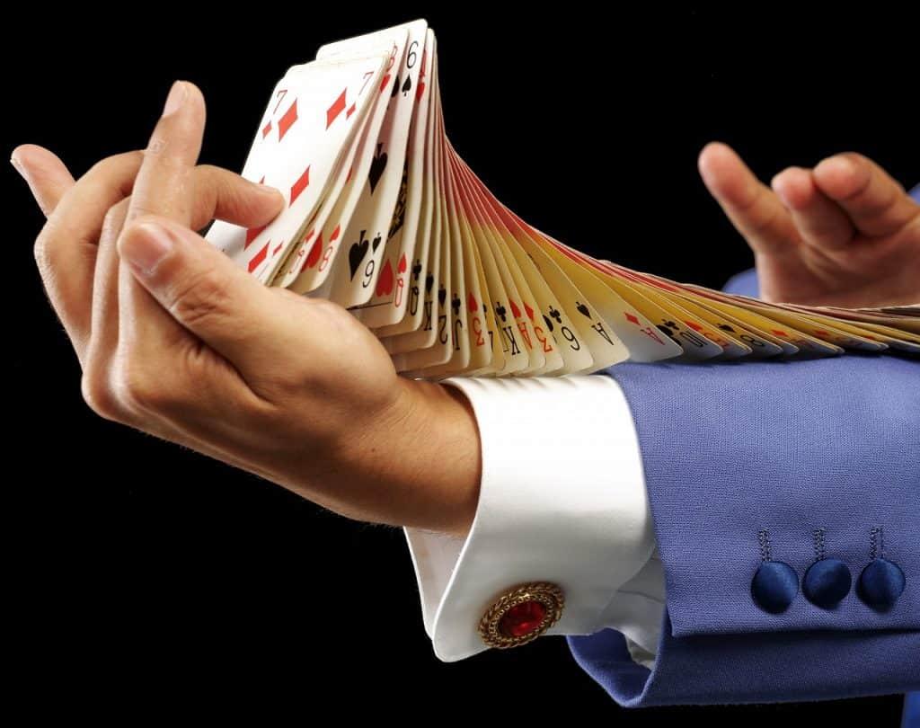 קלפים בשרוול