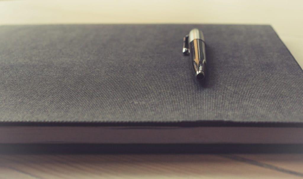 מחברת ועט יוקרתי - תמונה להמחשה